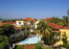 Comodoro - Havana - Building