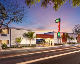 Studio Inn and Suites - Downey - Building