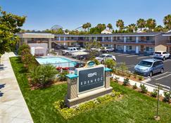 Eden Roc Inn & Suites - Anaheim - Building