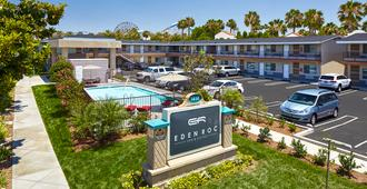 Eden Roc Inn & Suites - Anaheim - Building