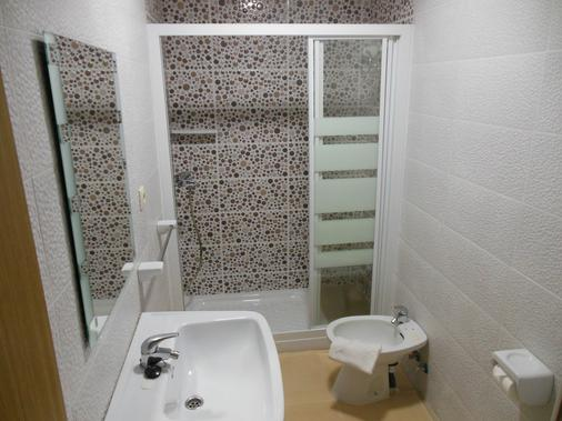 Hotel Embajador - Almería - Bathroom