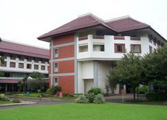 Hotel Bumi Wiyata - Depok - Building
