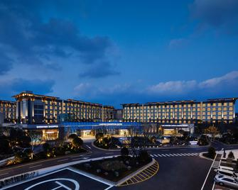 Landing Jeju Shinhwa World Hotels & Resorts - Seogwipo - Building
