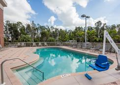 Days Inn & Suites by Wyndham Fort Myers Near JetBlue Park - Fort Myers - Πισίνα
