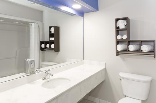Days Inn & Suites by Wyndham Fort Myers Near JetBlue Park - Fort Myers - Bathroom