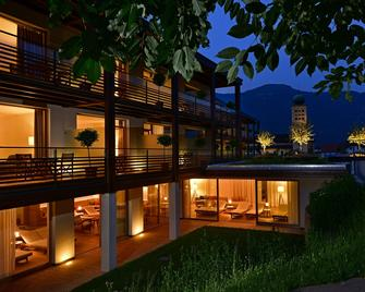 Hotel Schwarzschmied - Lana - Gebäude
