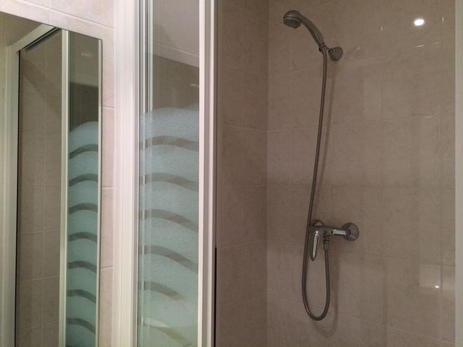 Hotel Escurial - Metz - Bathroom