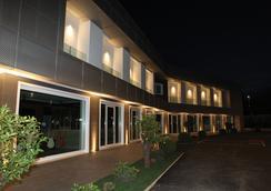 Hotel degli Aranci - Cisterna di Latina - Building