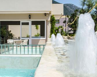 Happyland Hotel Apartments - Nydri - Bazén