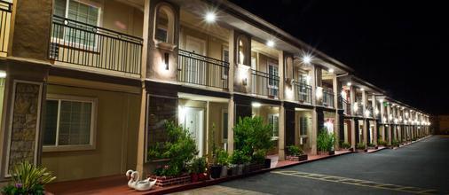 Stone Villa Inn San Mateo - San Mateo - Κτίριο