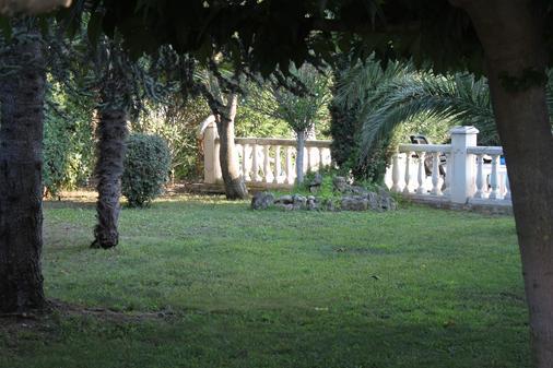Hôtel Du Soleil Bleu - Istres - Outdoors view