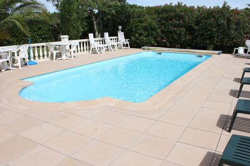 Hôtel Du Soleil Bleu - Istres - Pool