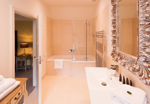 The Shaven Crown Hotel - Chipping Norton - Bathroom