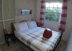 Gibbs Glade Cottage & Garden Studios - Saint Peter - Bedroom