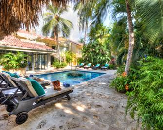 聖托里尼精品酒店 - 聖瑪爾塔 - 聖瑪爾塔 - 游泳池