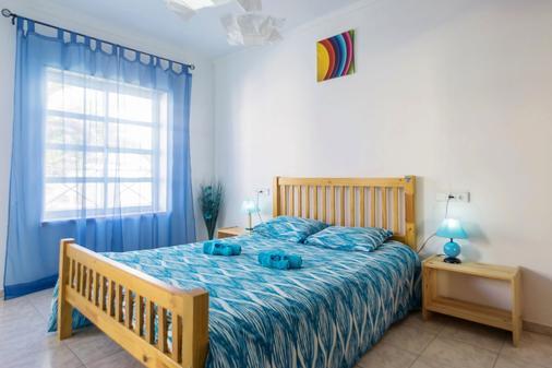 H2O Surfguide Hostel - Peniche - Bedroom