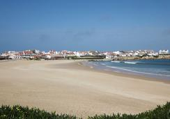 H2O Surfguide Hostel - Peniche - Playa