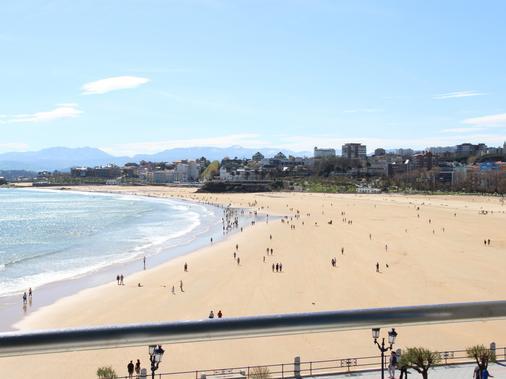 Hotel Chiqui - Santander - Beach
