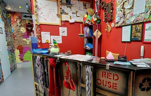 Red House Hostel - Saint Petersburg - Front desk