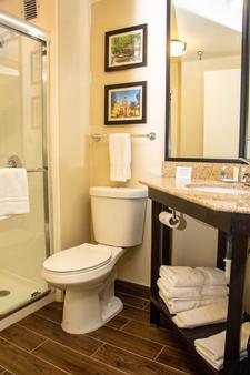 Comfort Inn Atlanta Airport - College Park - Bathroom