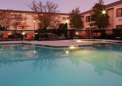 Courtyard by Marriott Houston I-10 West/Energy Corridor - Houston - Bể bơi