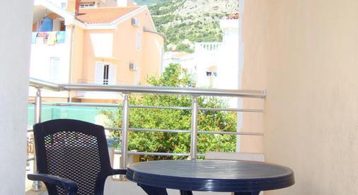 Sun Hostel Budva - Budva - Balcony