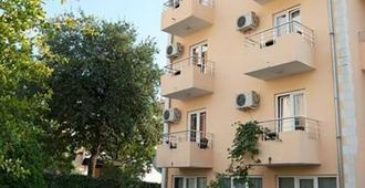 Sun Hostel Budva - Μπούντβα - Κτίριο
