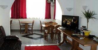Sun Hostel Budva - Μπούντβα - Σαλόνι