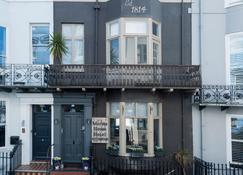 Brighton Marina House Hotel - Brighton - Building
