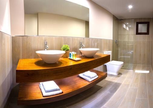 維奧克拉斯蘭薩羅特運動療養渡假村 - 特吉塞城 - 科斯塔特吉塞 - 浴室