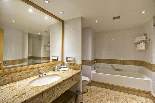 Hilton Paris Charles De Gaulle Airport - Roissy-en-France - Bathroom
