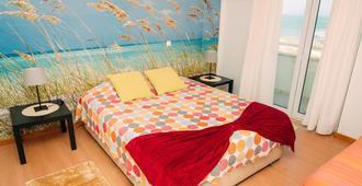 Peniche Kite & Surf Camp - Peniche - Bedroom