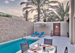 Meliá Desert Palm - Dubai - Bể bơi