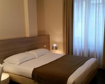 Hll Hotel Lungolago Lecco - Lecco - Schlafzimmer
