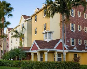 TownePlace Suites by Marriott Miami Airport West/Doral Area - Doral - Building