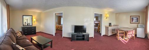 Relax Inn And Suites - El Cajon - Living room