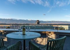 Nash Suites Airport Hotel - Meyrin - Balkon