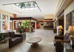 Ramada by Wyndham Kissimmee Gateway - Киссимми - Лобби