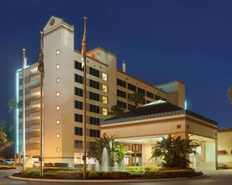 Ramada by Wyndham Kissimmee Gateway - Kissimmee - Edifício