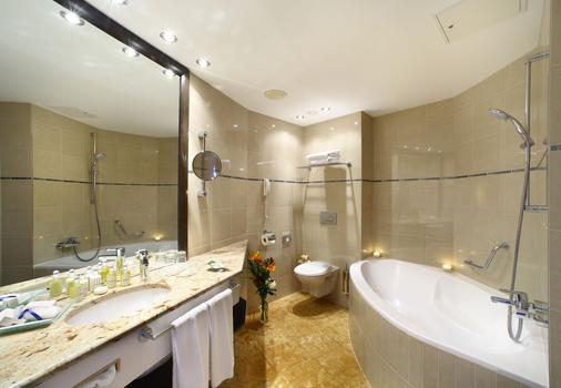 Grand Hotel Bohemia - Prague - Bathroom