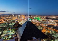 Luxor Hotel and Casino - Las Vegas - Bygning