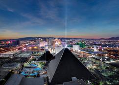 Luxor Hotel and Casino - Las Vegas - Geb?ude