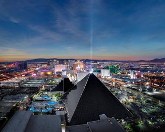 Luxor Hotel and Casino - Las Vegas - Bangunan