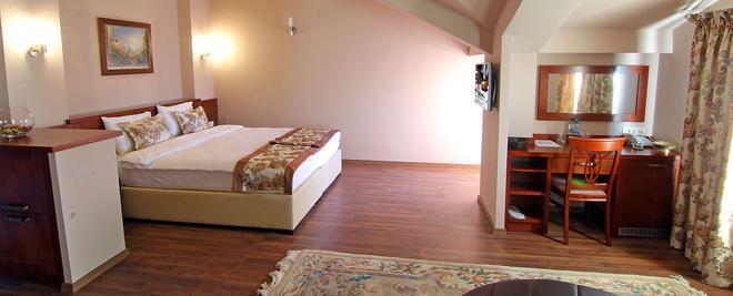 Hotel Vlaho - Skopje - Bedroom