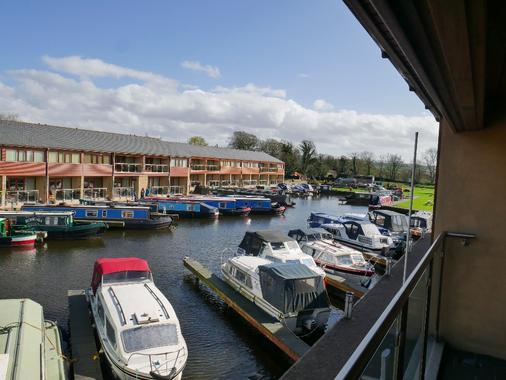 Tewitfield Marina - Carnforth - Balcony