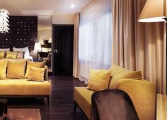 Arctic Light Hotel - Rovaniemi - Living room