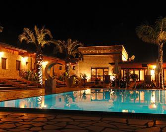 Hotel Masseria Resort Le Pajare - Presicce - Gebouw