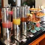 Vouk Hotel & Suites - South Kuta - Comida