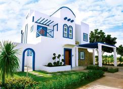 Thunderbird Resorts - Poro Point - San Fernando - Building