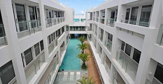 Astoria Current - Boracay - Rakennus